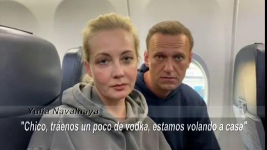 Navalny vuela a Moscú pese a las amenazas de ser detenido