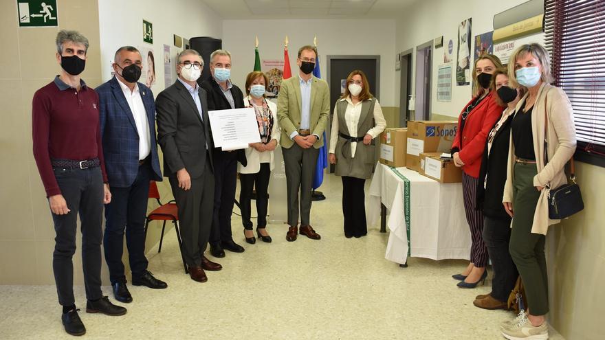 DIAM Corchos dona material sanitario al centro de salud de San Vicente de Alcántara
