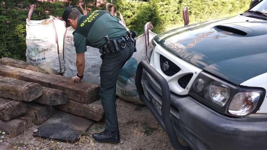 Un guardia civil fuera de servicio sorprende a un ladrón en plena faena en Gondomar