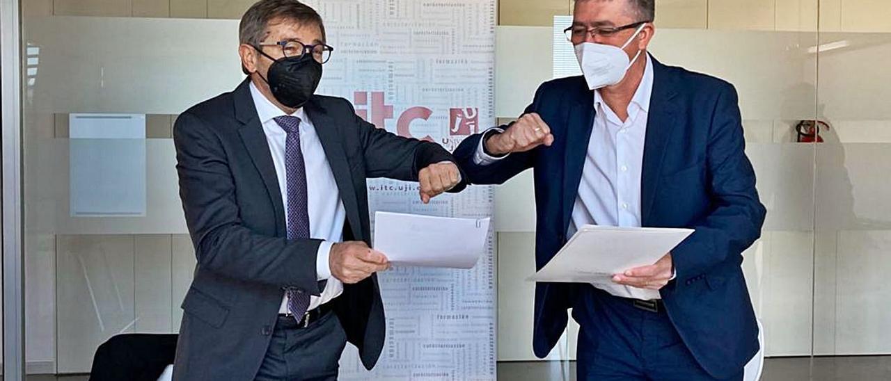 Joaquín Font de Mora y Rafael Climent, tras la firma del convenio.  | LEVANTE-EMV