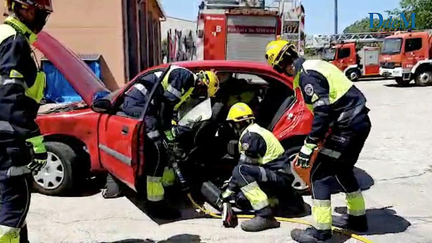 Nuevos trajes de Bombers de Mallorca para rescatar atrapados en accidentes de tráfico e incendios forestales