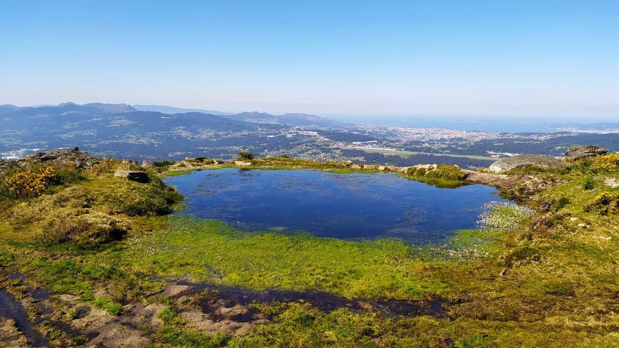La laguna que acaricia el cielo sobre la ría de Vigo