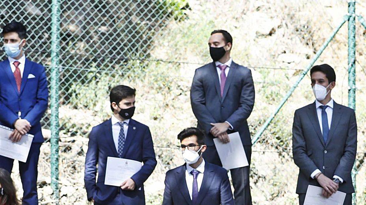El ministro de Justicia, Juan Carlos Campo, y Lesmes, en el acto del viernes en Barcelona. Detrás, algunos de los nuevos jueces.