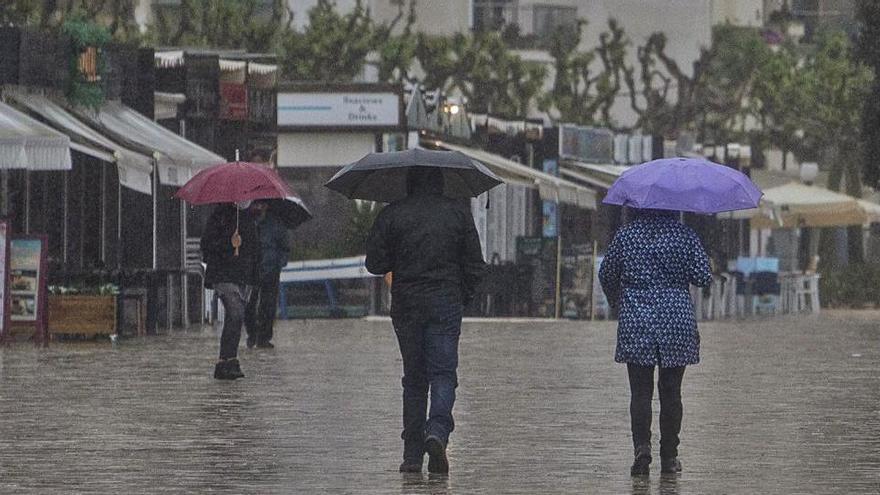 Pluja i pobles turístics buits el primer cap de setmana sense confinament