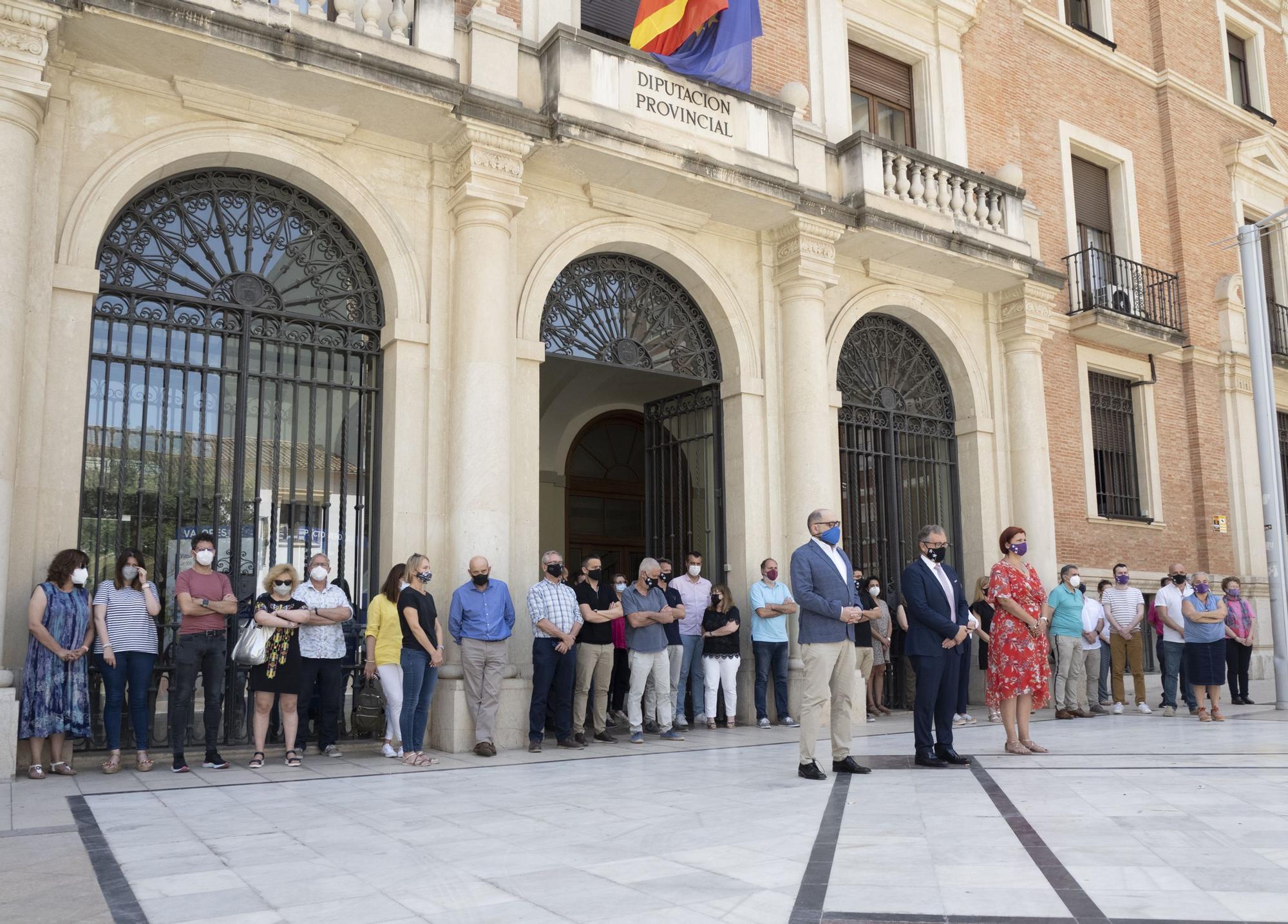 Silencio sepulcral en Castellón en memoria de las víctimas de la violencia machista