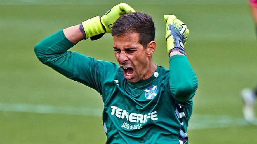 Dani Hernández, enfadado después de recibir el gol.