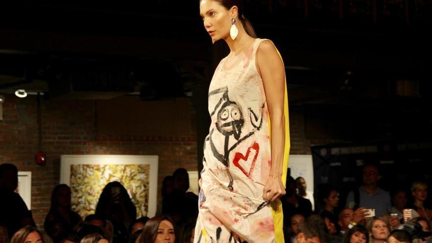 Isabel Guarch desfila junto a Domingo Zapata en la Semana de la Moda de Nueva York