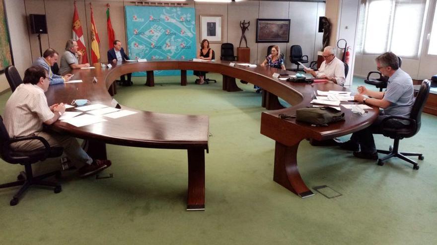 Reunión de los miembros de las instituciones.
