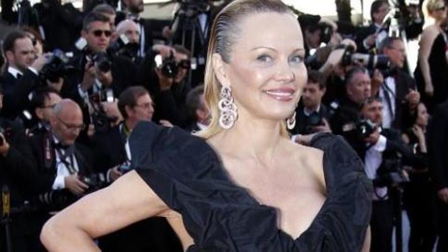 Pamela Anderson dona suport al dret a decidir de Catalunya