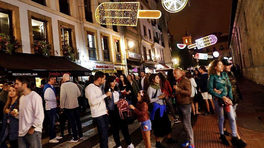 Los bares de copas pedirán más aforo al Principado en agosto si no hay brotes