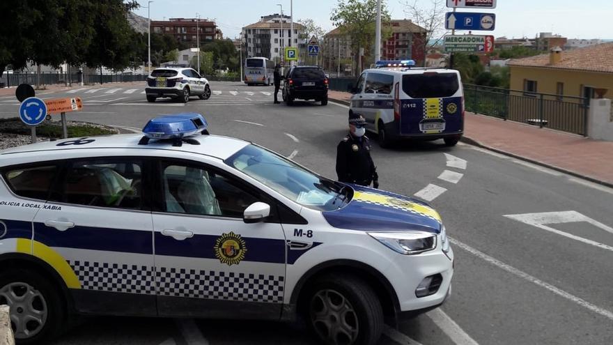 Un ladrón lanza trozos de escayola a los policías en Xàbia