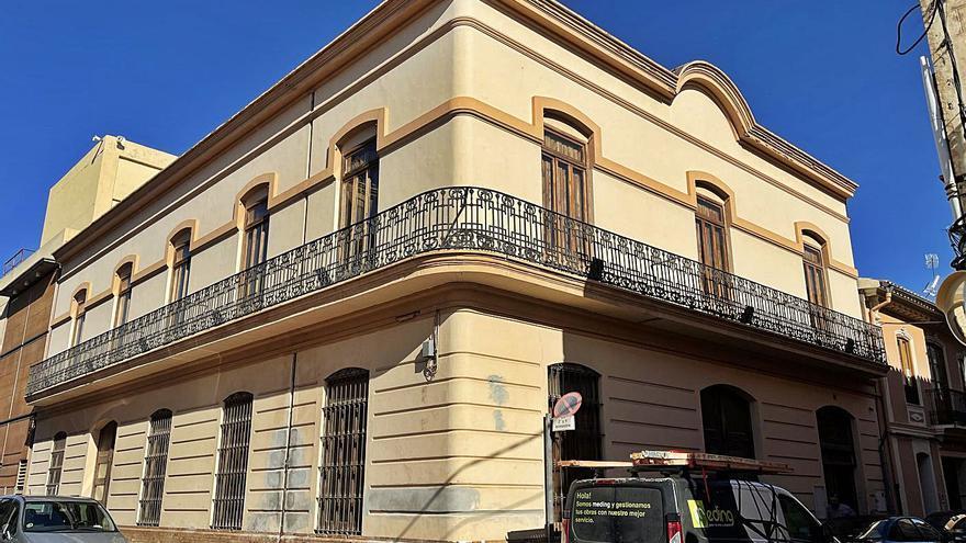 Alfara reforma la fachada del Teatret