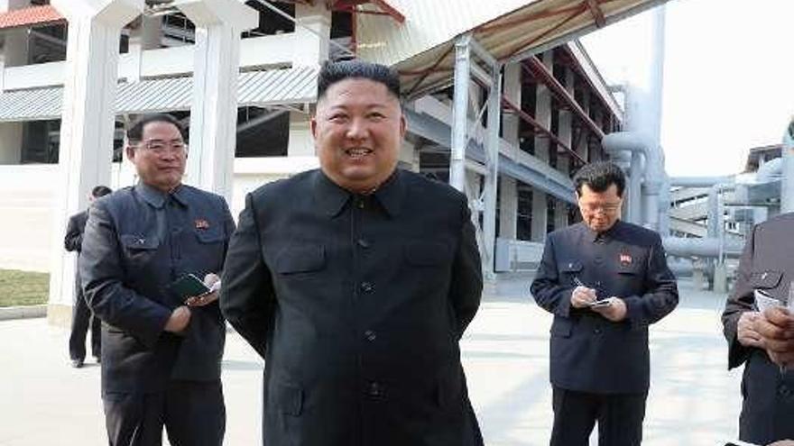 "Kim Jong-un, ""vivito"" e inaugurando"