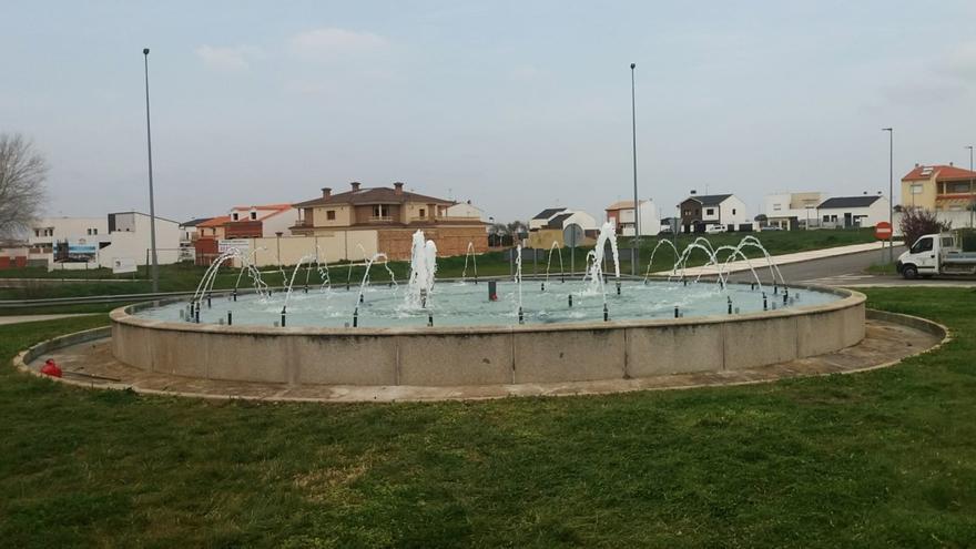 Trabajos de mejora de dos fuentes en Arroyo de la Luz