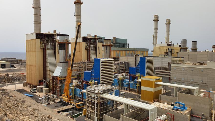 El Parlamento pide un plan para desmantelar las centrales térmicas en Canarias