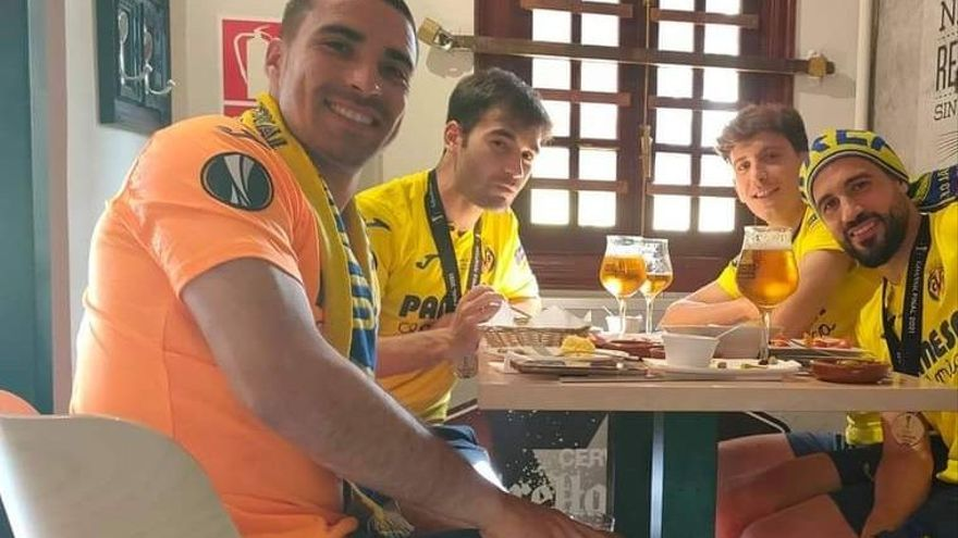 Mario, Trigueros, Pau y Asenjo; esto almuerzan los campeones de Europa en un bar de Vila-real