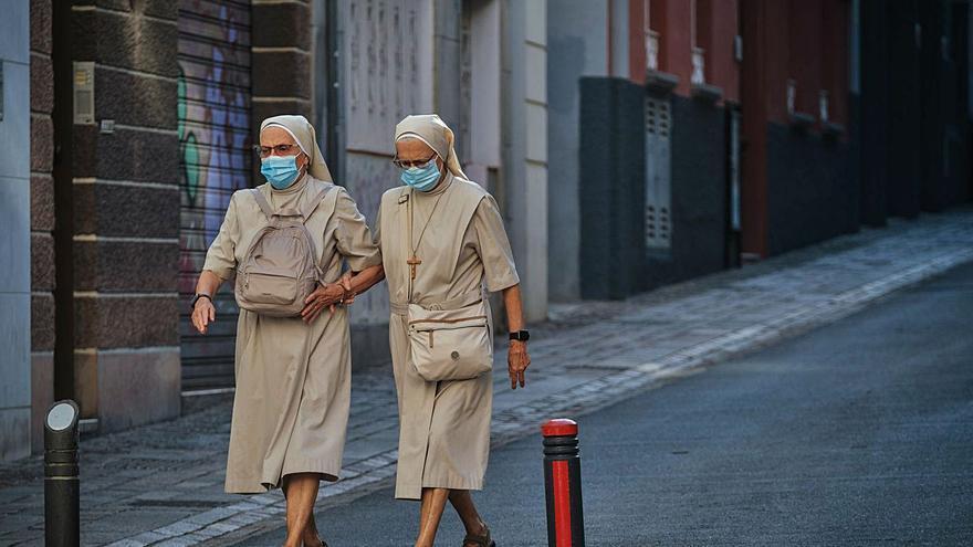Canarias registra 66 contagios, la  cifra diaria de covid más baja del año