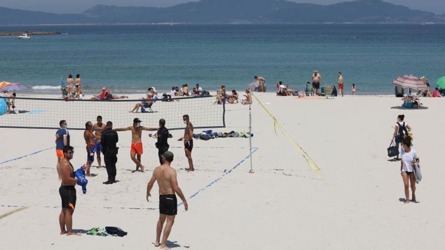 Cosas de Perogrullo (y no tanto) que están prohibidas en las playas de Vigo