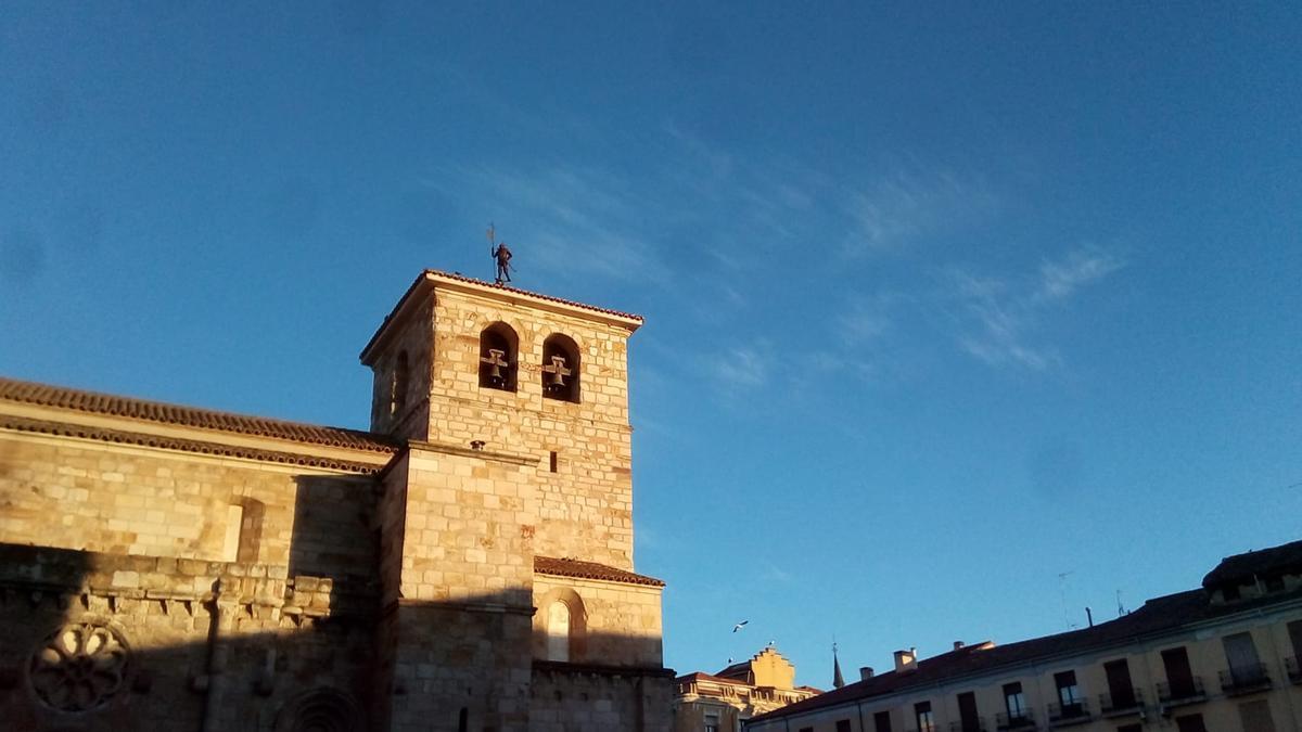 Cielo raso en Zamora capital, visto desde la Plaza Mayor.
