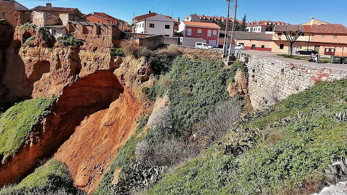 Cesión del terreno en uno de los laterales del barranco del mirador situado en el Puerto de la Magdalena de Toro. | M. J. C.