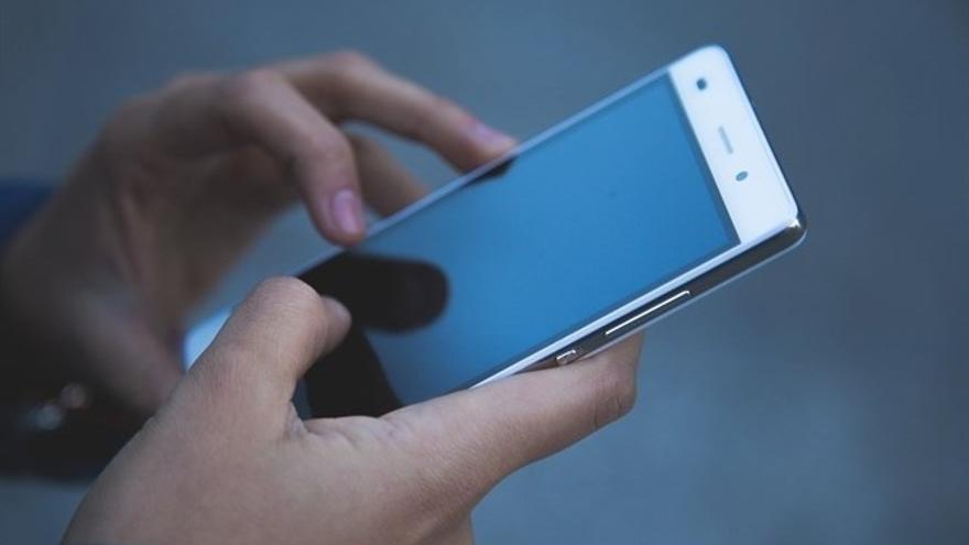 Detenido por estrangular a su pareja tras leer un mensaje en su móvil