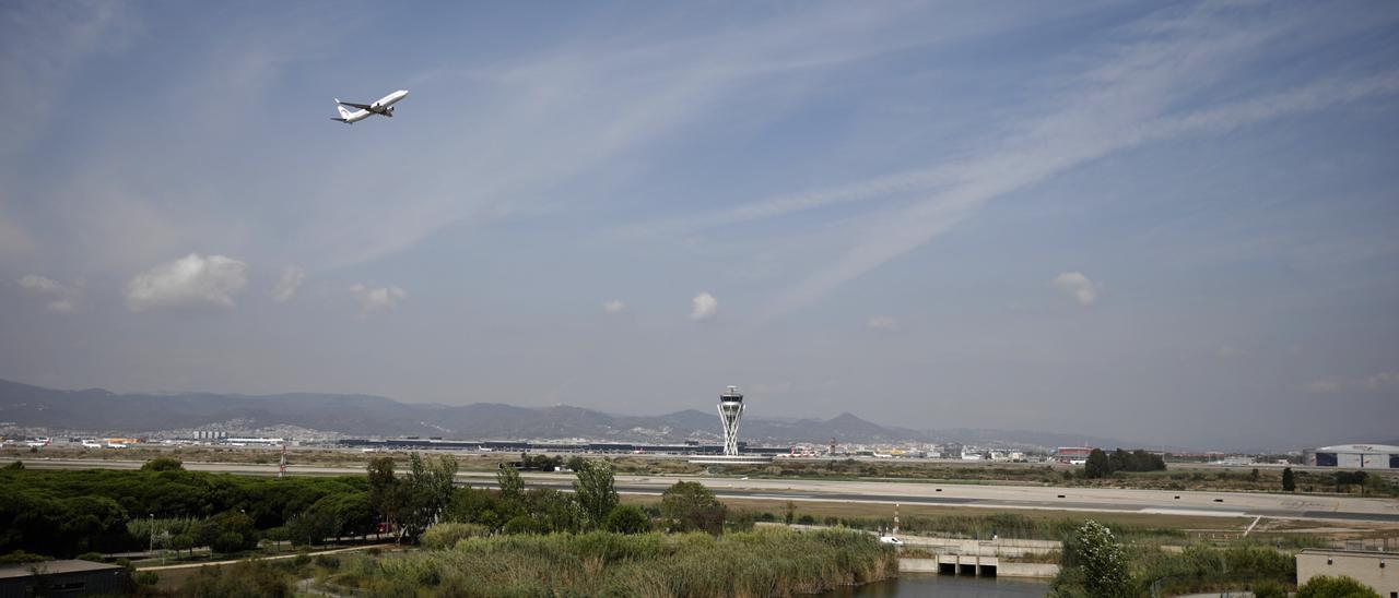 Los precios del transporte aéreo de pasajeros sufren su mayor caída en 14 años