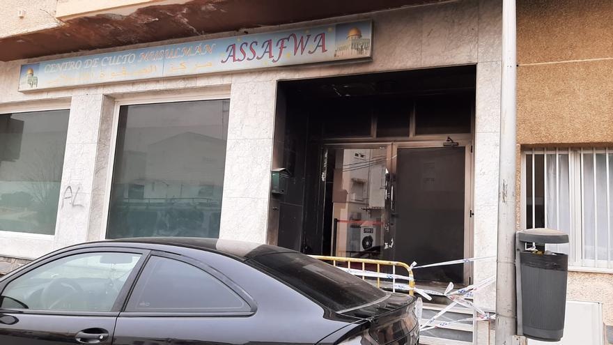 Buscan a un joven por incendiar la puerta de la mezquita de San Javier