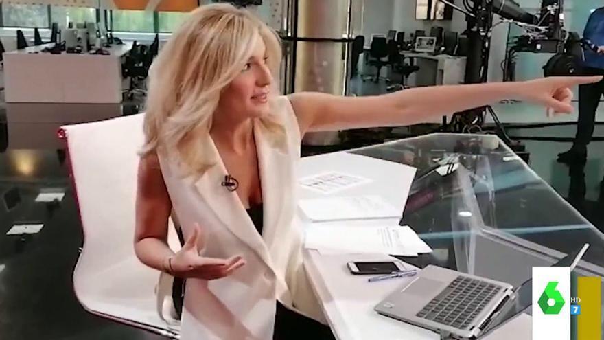 Sandra Golpe resuelve la duda de un espectador: ¿Por qué mira a su derecha en 'Antena 3 Noticias'?