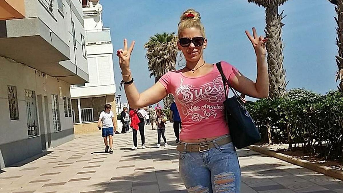 Isabell Raducanu, en una imagen tomadaun año antes de su asesinato. | LEVANTE-EMV