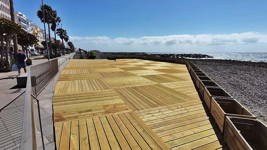 Construyen un solárium de 400 metros para la playa capitalina