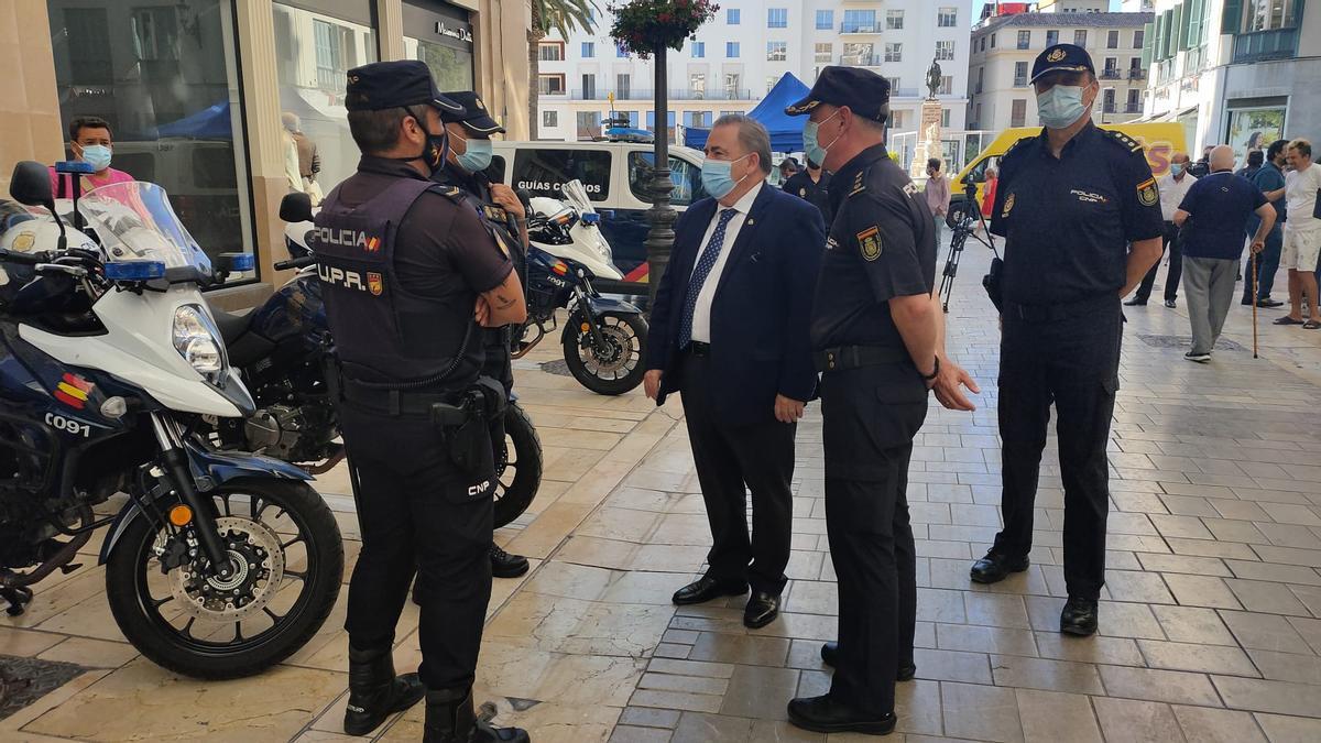 Teófilo Ruiz, durante la presentación de la operación Verano en la calle Larios.