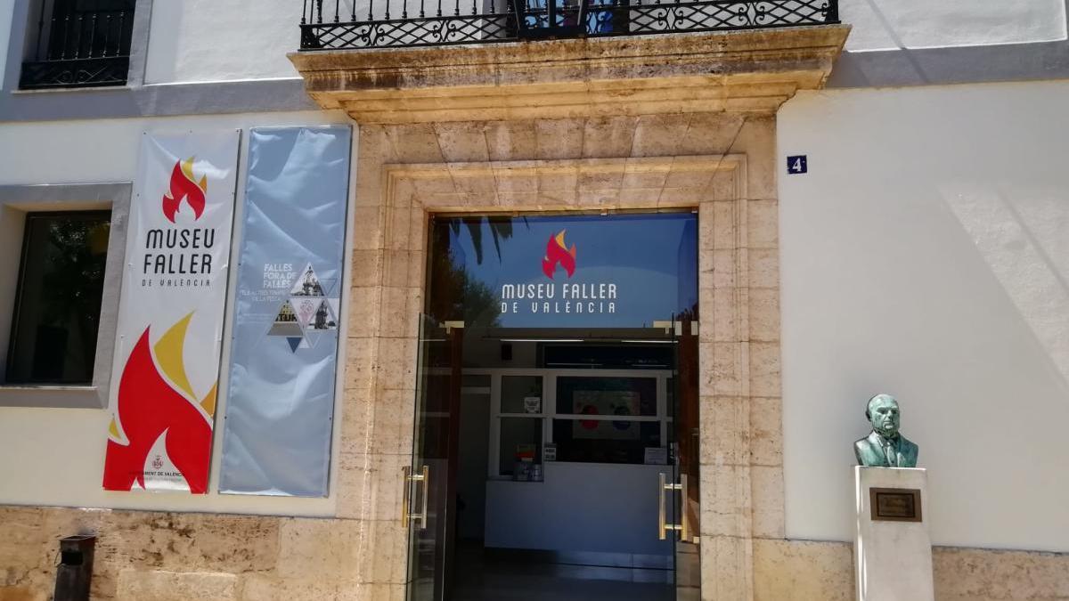 Entrada del Museo Fallero.