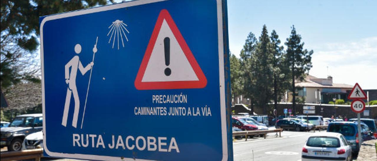 Uno de los carteles ilustrativos del camino Jacobeo a su paso por Cruz de Tejeda.