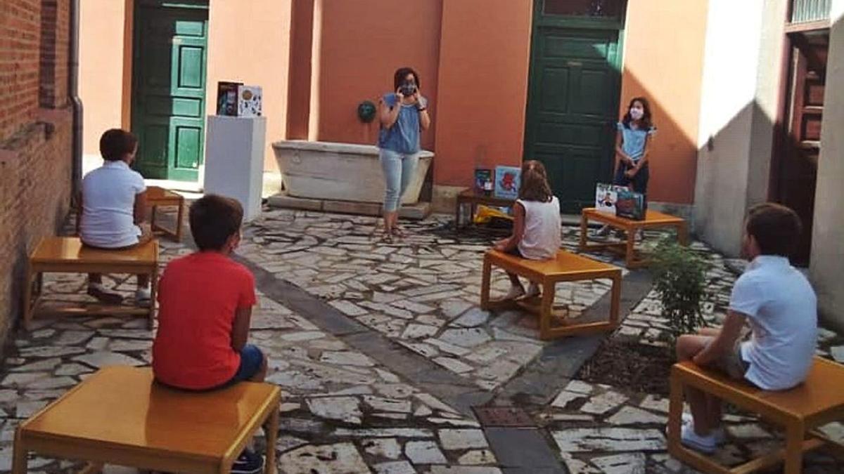 Varios niños en la última jornada de animación a la lectura. | Cedida