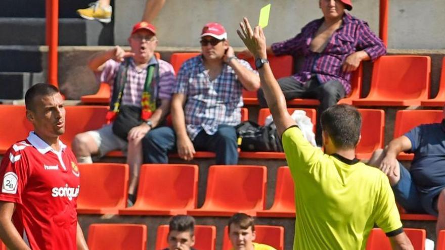 Cambio de cromos con el Nàstic: Miranda por el central Perone