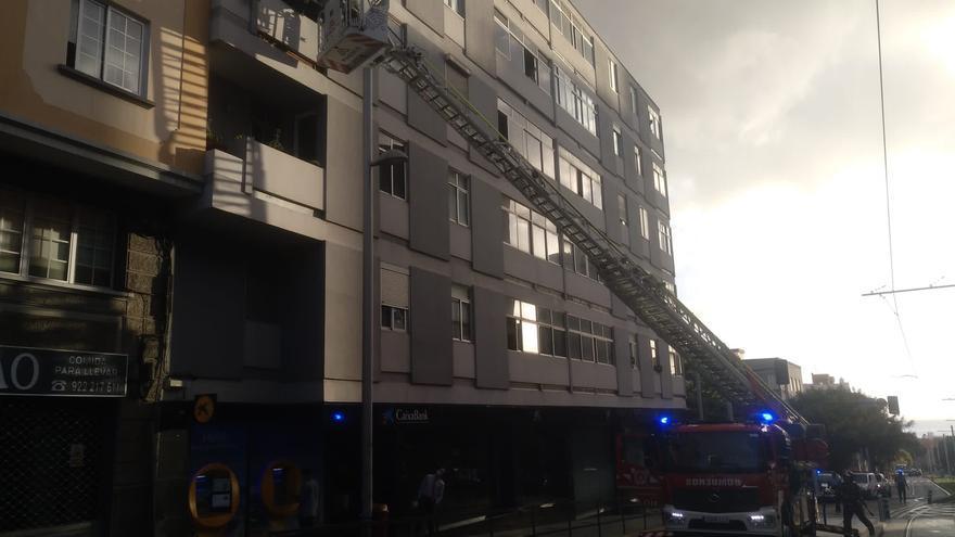Incendio en vivienda de la Avenida Islas Canarias, en Santa Cruz de Tenerife