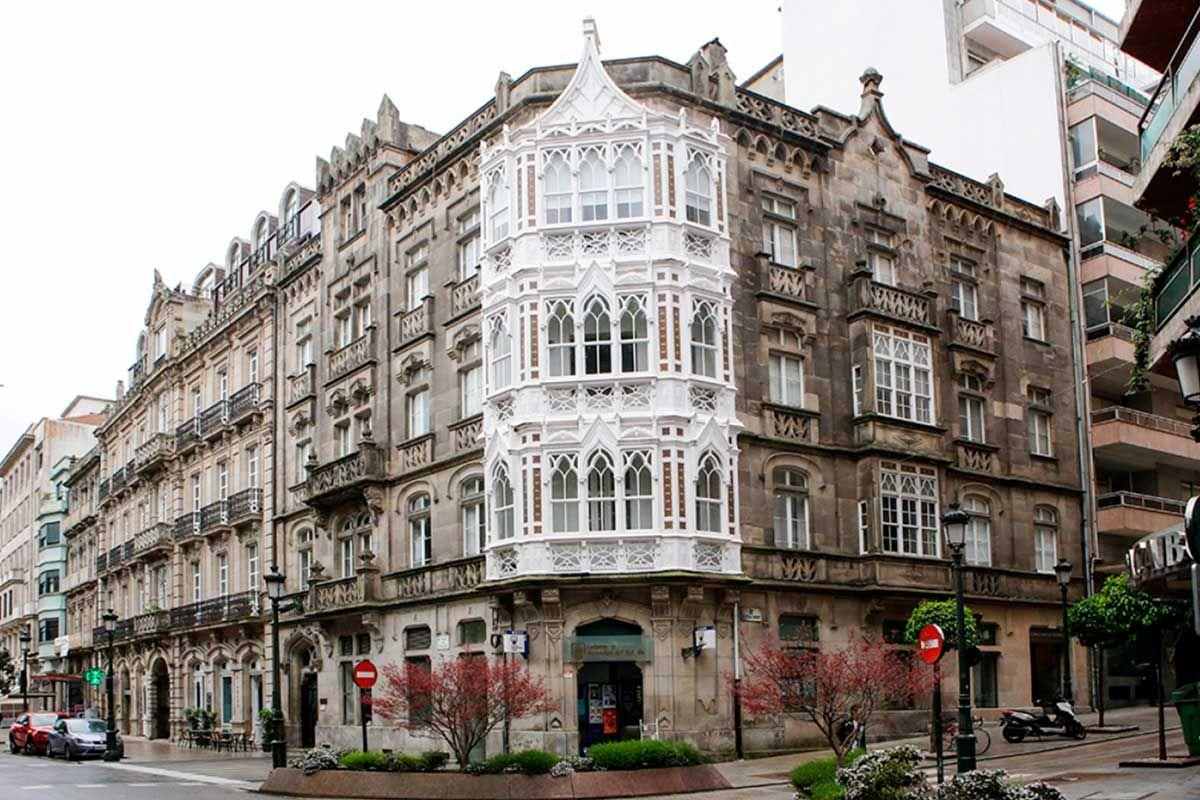 Edificio Yañez en la plaza de Compostela con Velázquez Moreno | Ricardo Grobas