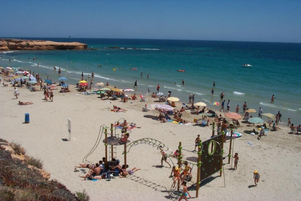 Playa Jesuitas, en Pilar de la Horadada, con bandera azul.