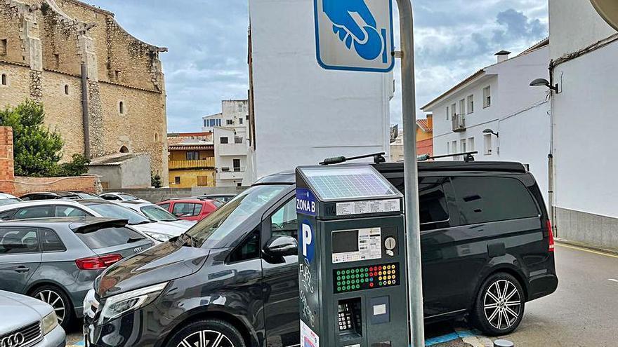 Els 800 aparcaments blaus queden alliberats de pagament i només es manté la tarifa a la plaça Nova