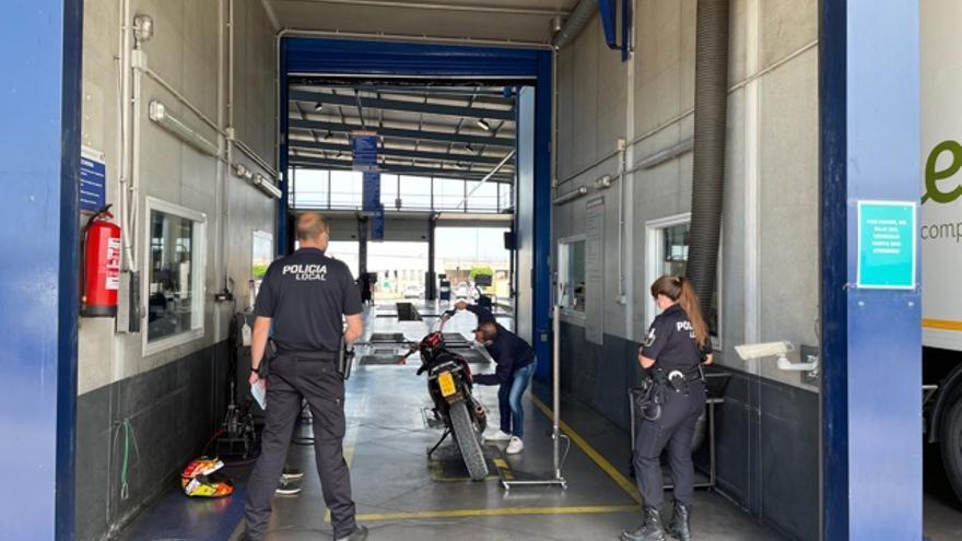 """La policía local inmoviliza en Alzira siete motos """"trucadas"""""""