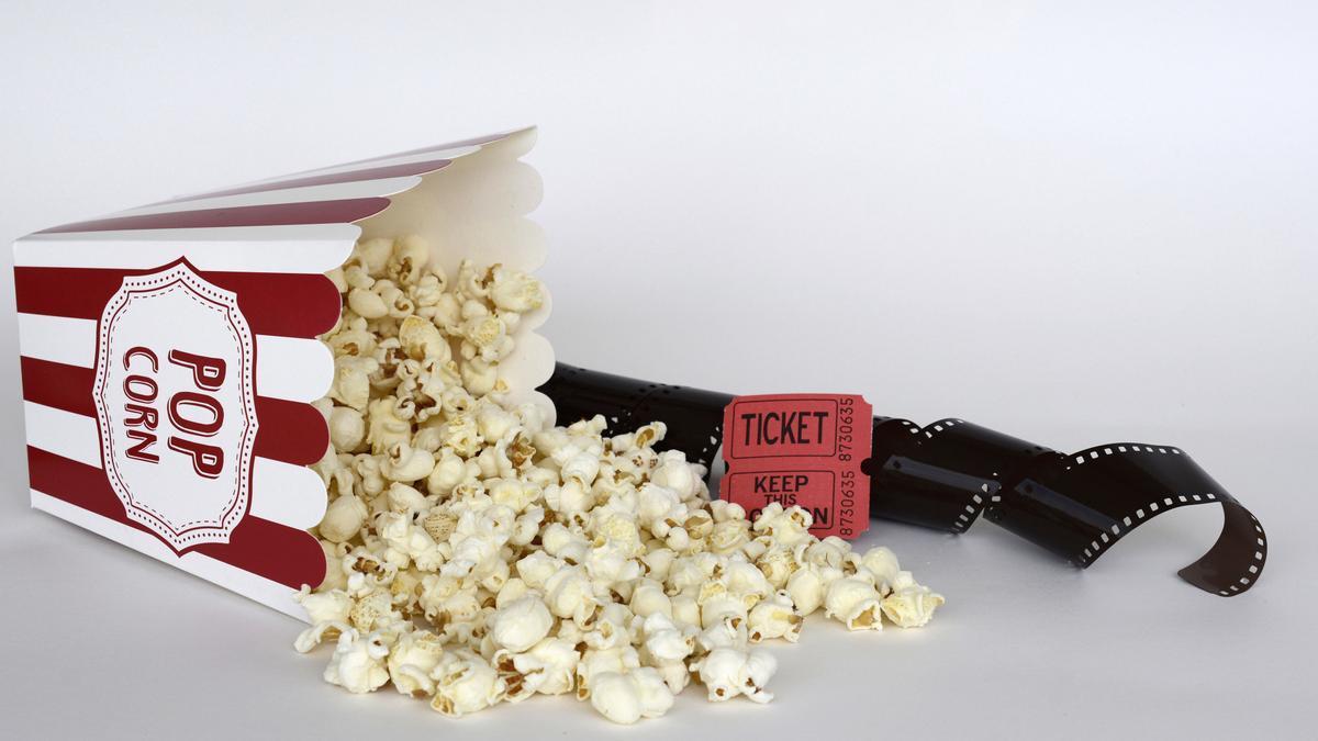Palomitas y entradas de cine.