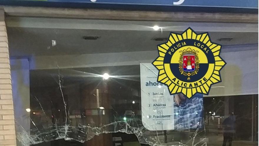 La Policía Local interviene en tres accidentes de tráfico y denuncia a cuatro conductores por dar positivo en alcoholemia en Alicante