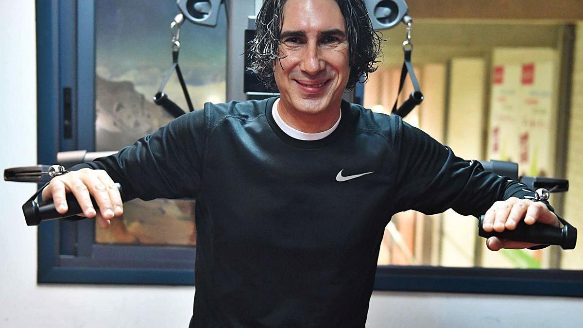 Andrés Díaz, en su sala de entrenamiento personal en la Grela. |  // VÍCTOR ECHAVE