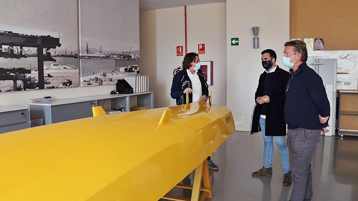 El alcalde, en un momento de la visita a las instalaciones. | DANIEL TORTAJADA