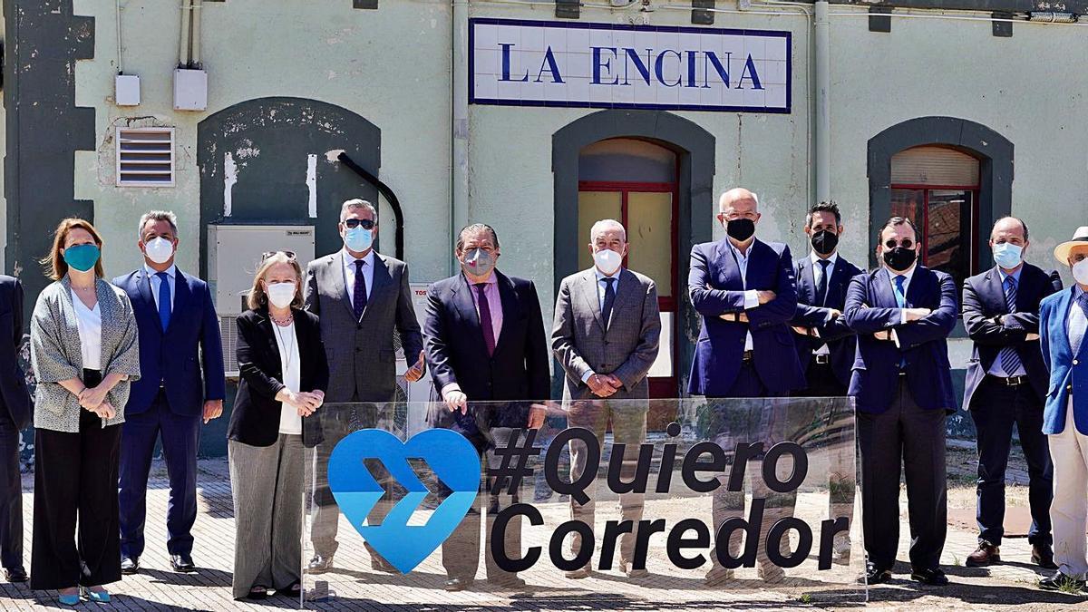 Miembros de la Junta Directiva de Asociación Valenciana de Empresarios, ayer, en La Encina. | LEVANTE-EMV