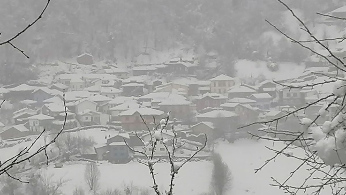 Nevando sobre San Juan de Beleño (Ponga)