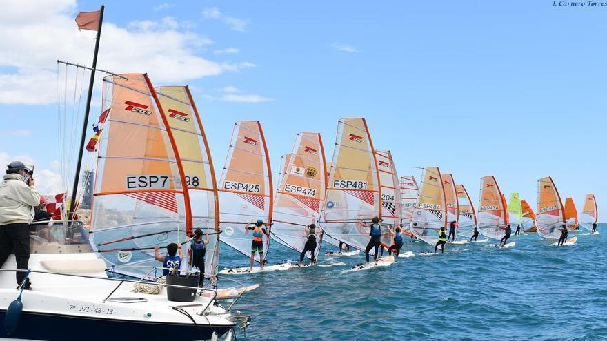Éxito del Real Club el Candado en la organización del Campeonato de Andalucía de Windsurf