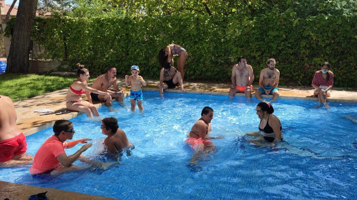 En el campamento de verano se desarrollaron actividades acuáticas y deportivas.