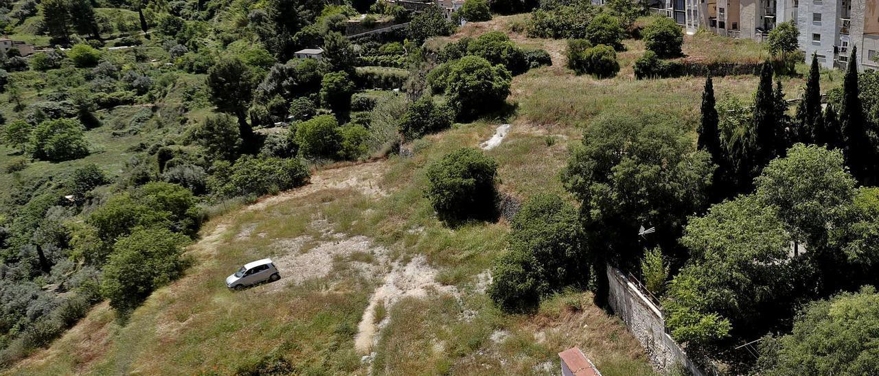 Terrenos adquiridos por el Ayuntamiento y que servirán para ampliar las plazas previstas en el nuevo aparcamiento de La Riba, en el centro de Alcoy. | JUANI RUZ