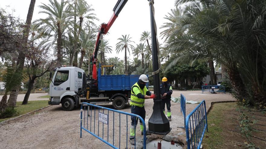 Elche inicia la renovación de más de 600 farolas en mal estado de espacios públicos